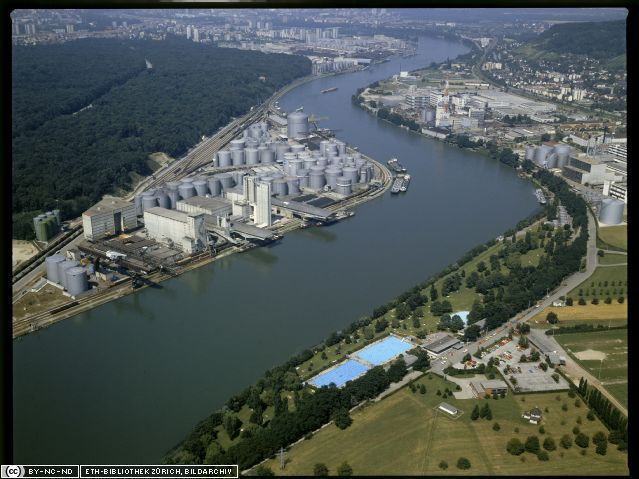 The Schweizerhalle industrial site on the Rhine. © Hans Krebs / ETH-Bibliothek Zürich, Bildarchiv CC by-nc-nd 2.5