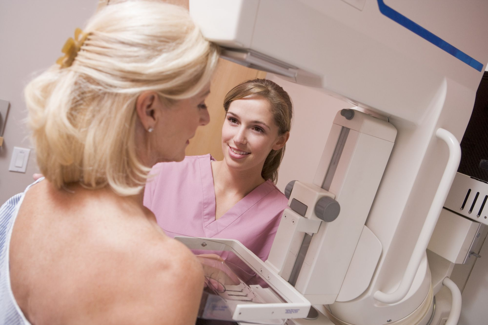 The breast must be compressed to obtain high quality mammography images. © Monkey Business/Fotolia