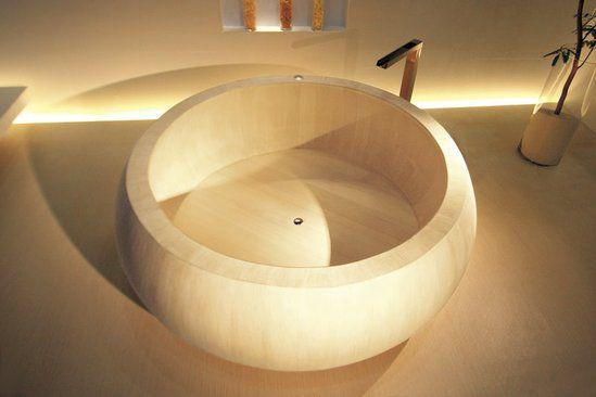 A wooden furo. © DR