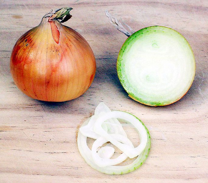 Onions are nutritious and rich in vitamin C. © Wikimedia Commons