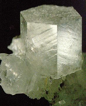 A block of calcite (CaCO3), sometimes called spar, from Rueun, Grischun, in Switzerland. © Th. Schüpbach, SVSMF