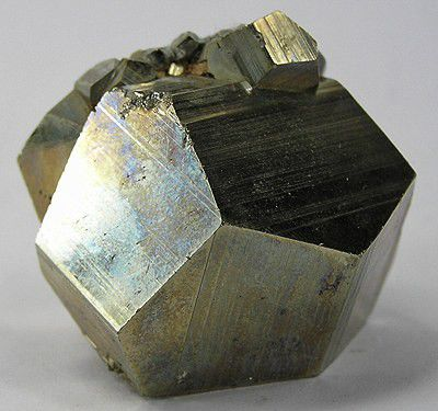 The way the crystal cluster has formed is called the crystal texture. © Wikipedia CC by sa 30