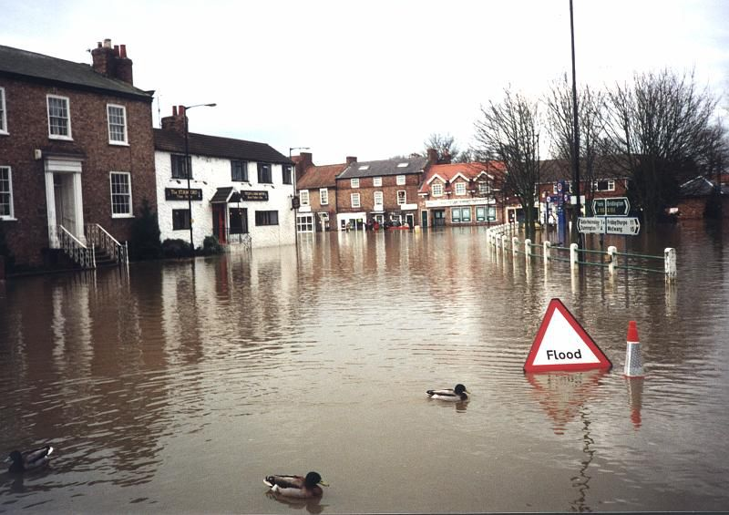 Floods are usual in this area, as shown by the sign on the right: Flood. © Soil-net.com CC by-nc-sa 2.0