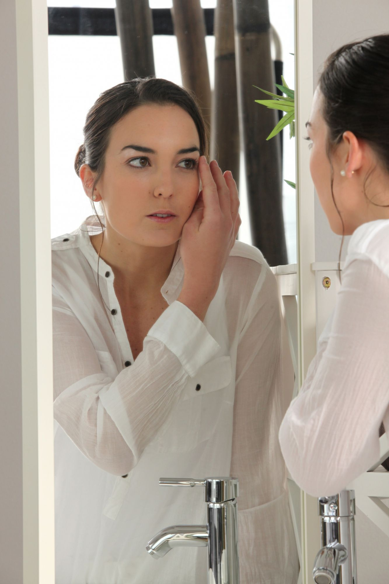 The main topical antibacterial antiacne preparation is called benzoyl peroxide.  © Phovoir