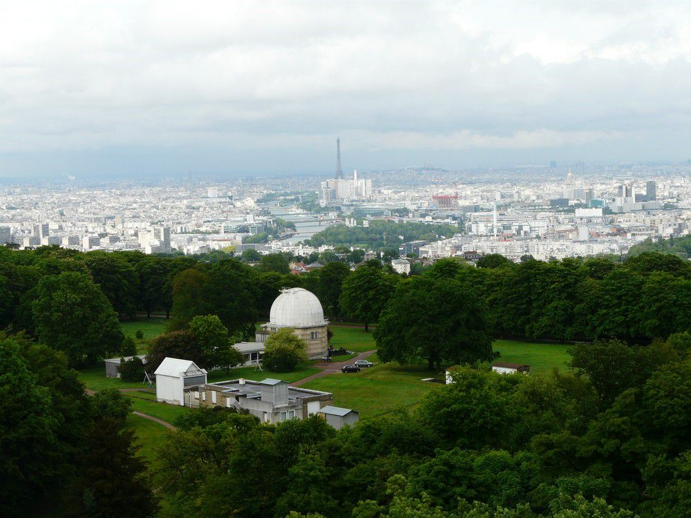 The Meudon observatory overlooks Paris; the great dome houses the 83 centimetre diameter refracting telescope. Credit J-B Feldmann