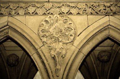 A corner piece. © france-romane.com