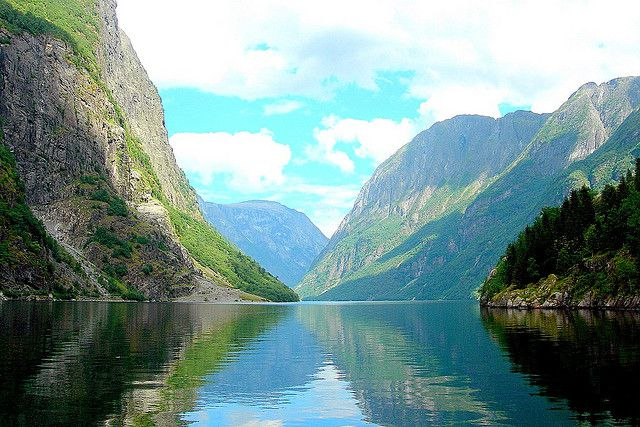 Morphology of a typical Norwegian fjord. © Ken Douglas/Today is a good day CC by-nc-nd 2.0
