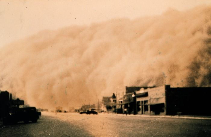 The Dust Bowl in action: a dust storm approaches Stratford, Texas (1935). © NOAA George E. Marsh Album