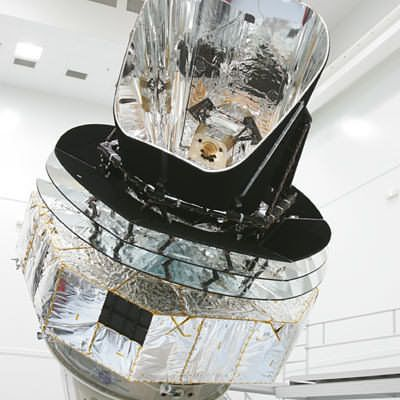 The Planck qualification model in front of the FOCAL 5 simulator in Liège