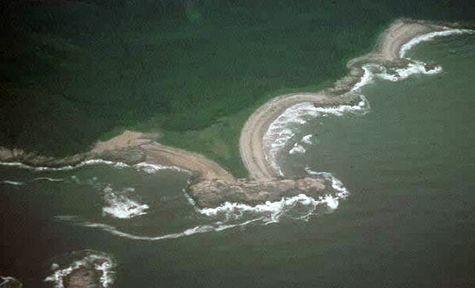 Example of tombolo on a Canadian coast. Photo J.M.M. Dubois.