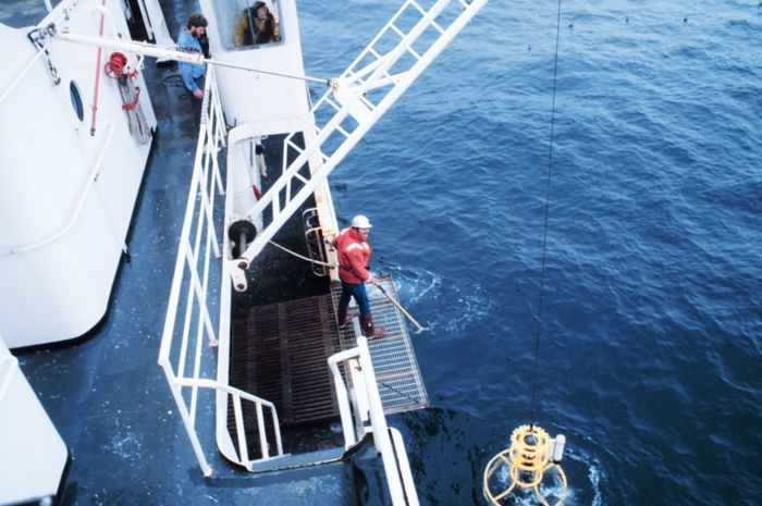 Ocean salinity measuring campaign. © Capitaine Robert A. Pawlowski / NOAA