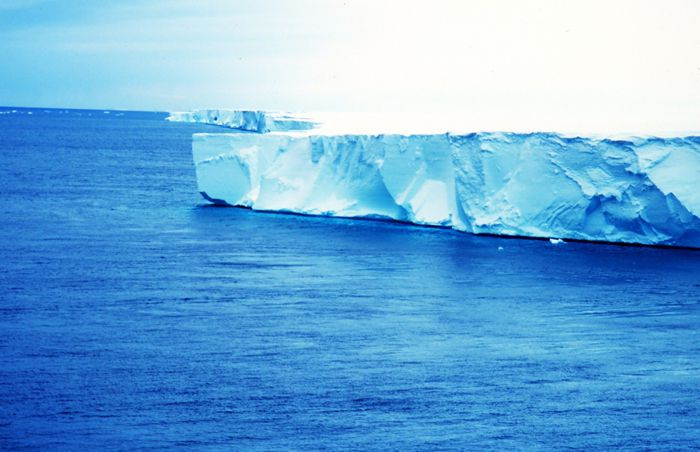 The edge of the Ross ice shelf in Antarctica. © Van Woert / Noaa Nesdis / Ora