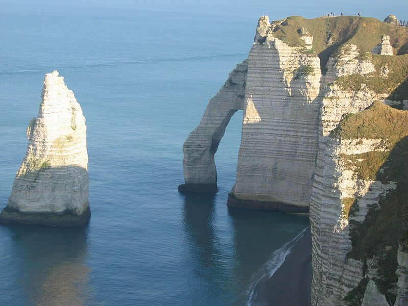 Chalk cliffs (carbonate rock) at Etretat. © Urban, Wikipedia CC by sa