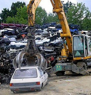 An end-of-life vehicle must be recycled. © Ouest France
