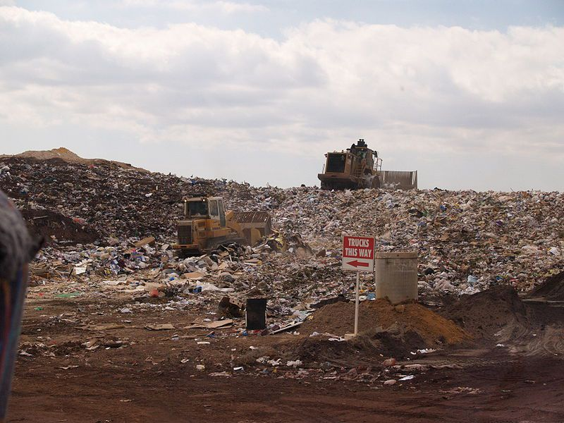 A landfill where non-recoverable waste is stored. © Ashley Felton, public domain