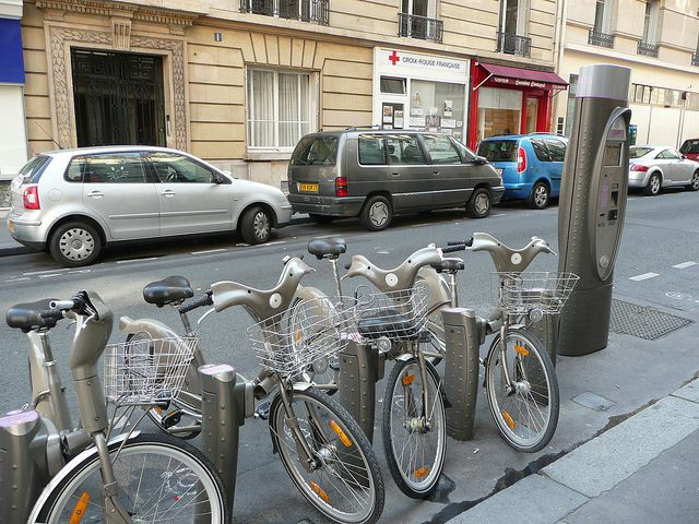 An example of ecomobility: the Vélib system and its infrastructure in the city of Paris. © Grégoire Macqueron CC by-nc-sa 2.0