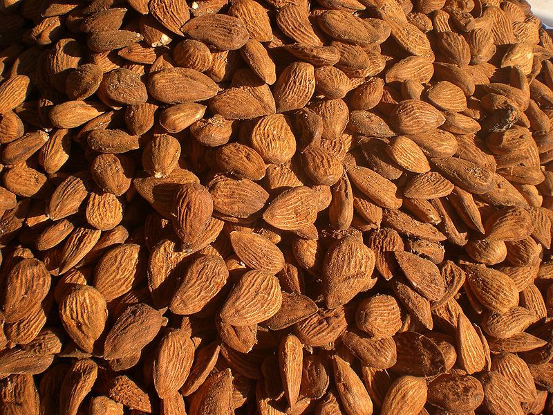 Dry almonds are often used in pastry. © Med Dhifallah/Licence Creative Commons