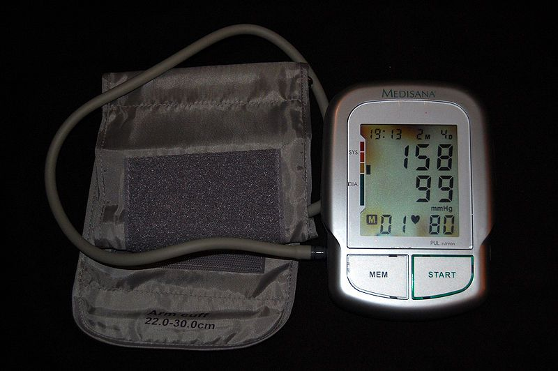 Blood pressure is measured by a blood pressure meter. © Steven Fruitsmaak / Licence Creative Commons