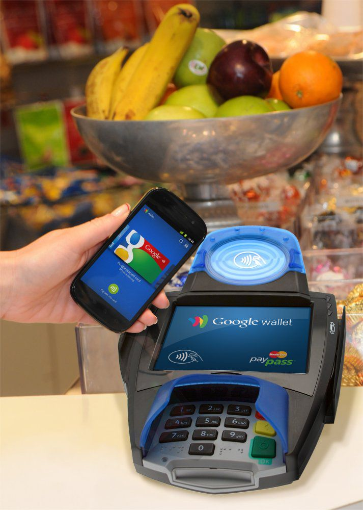 Google Wallet, the contactless payment system using a mobile telephone and therefore NFC. The user has to approach their telephone close to the terminal and enter their code. © Google