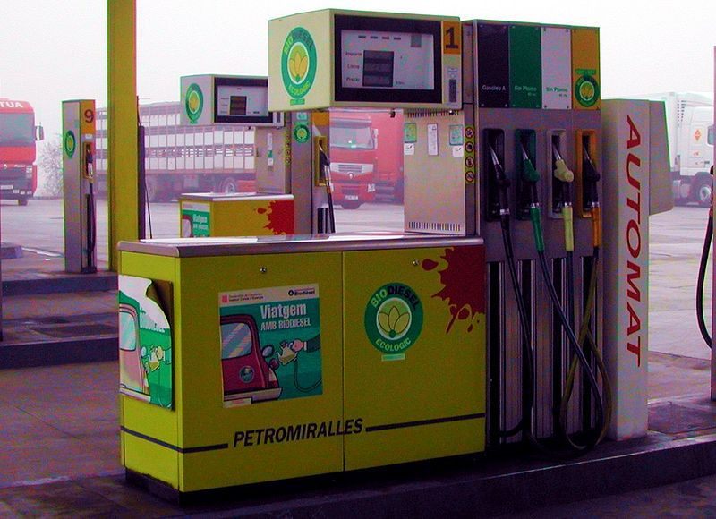 Fatty acid ethyl ester is used to produce biodiesel. © Chixoy, Wikimédia GFDL 1.2 & CC by-sa 3.0