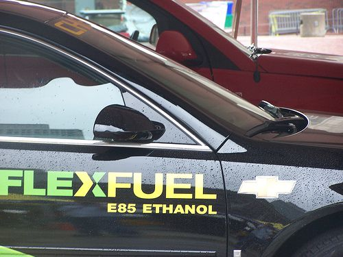 A flex fuel vehicle can use either conventional petrol or E85 ethanol-based biofuel. © Post406 CC by 2.0