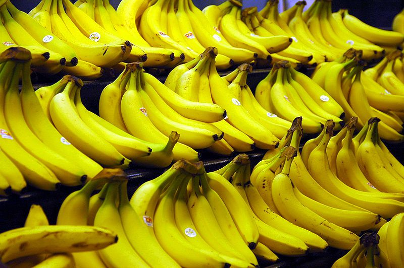 The bananas most often found in France are long and yellow. © Wikimedia Commons