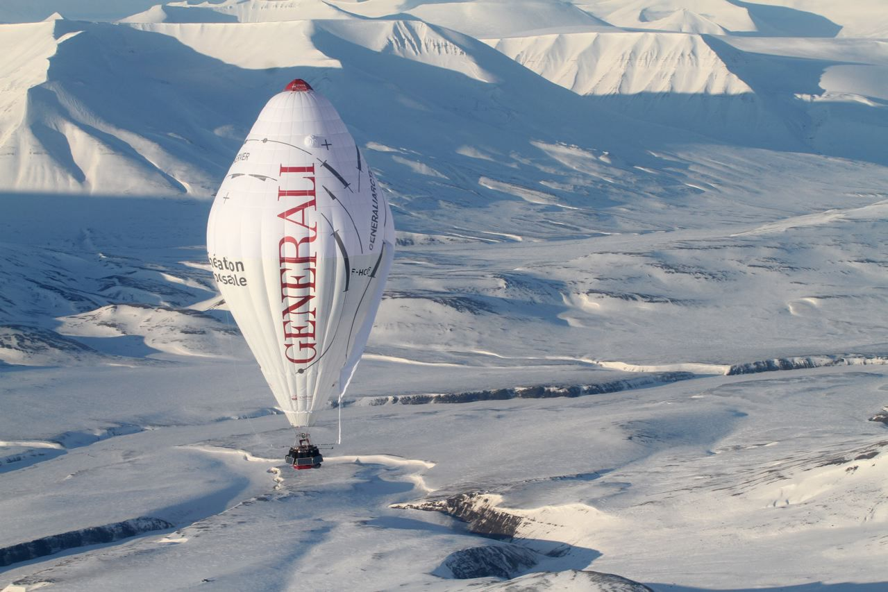 Jean-Louis Etienne's Roziere balloon during his trip across the North Pole in a balloon. © Francis LATREILLE / Generali