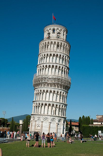 The slope of the famous leaning tower of Pisa is due to subsidence of the marly ground on which it is built. © Sébastien Donato CC by-nc-sa 2.0