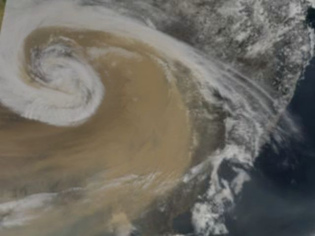 The Asian brown cloud is the largest pollution in the world. © Nasa