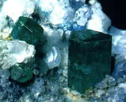 Emerald is a crystal in the hexagonal system. © DR