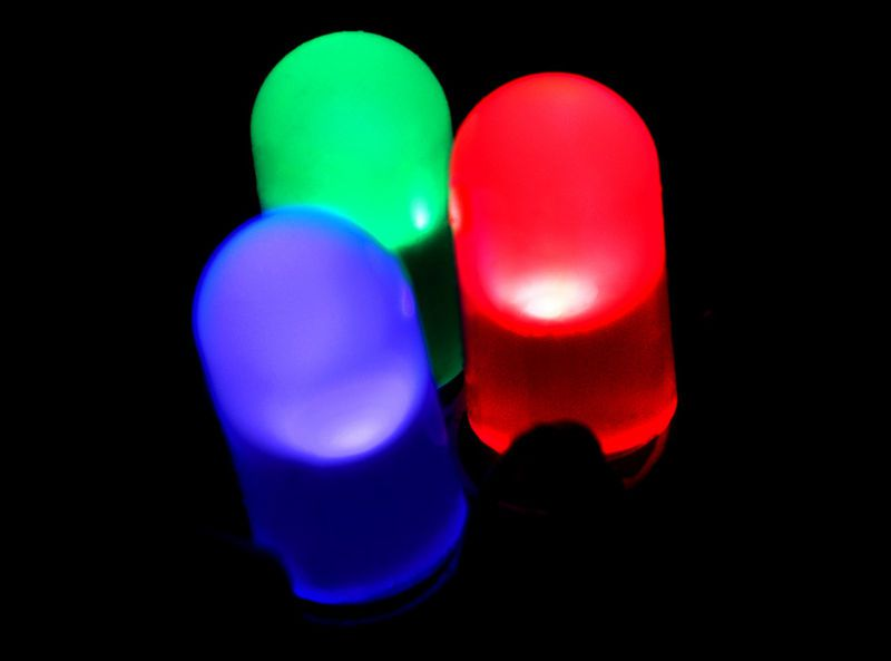 Red, blue and green LEDs used to produce white light. © PiccoloNamek, Wikimedia GFDL 1.2 CC (by-sa 3.0)
