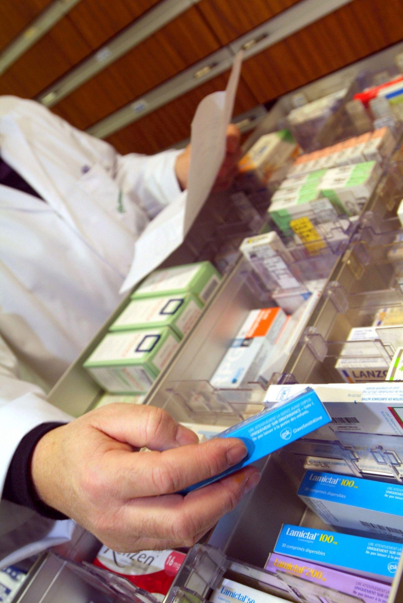 Doctors sometimes prescribe antibiotics to treat acne.  © Phovoir
