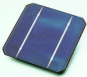 A monocrystalline silicon photovoltaic solar panel. © Public domain
