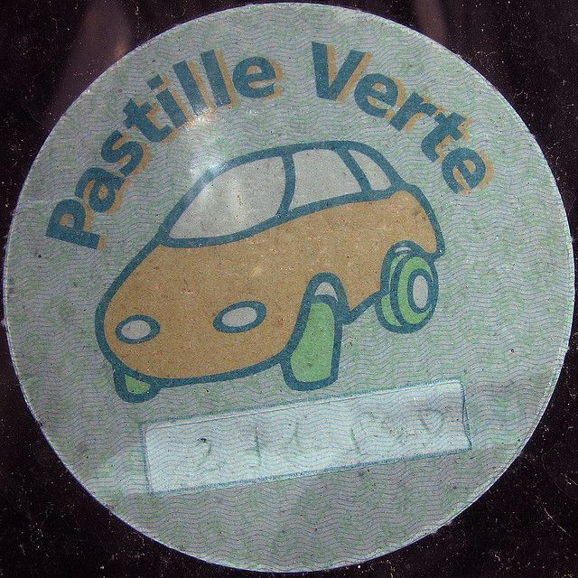 A green sticker on a windscreen. © Leo Reynolds CC by-nc-sa 2.0