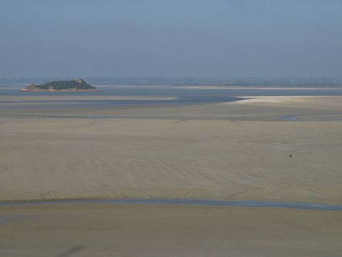 In the Bay of Mont-Saint-Michel, the tidal range can reach 10 metres. © duvalmickael50 CC by-nc-sa 2.0