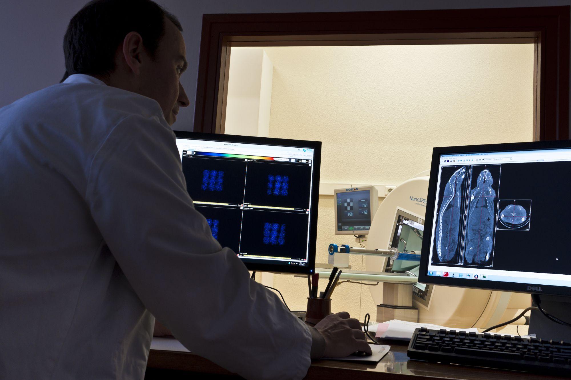 The CT arthrogram, a common but specific investigation. © Iinserm