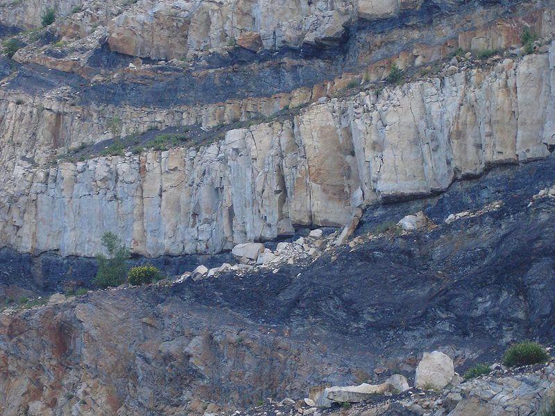 Coal outcrop at the Graissessac Quarry.  © PinPin, Wikimédia GFDL & CC by-sa 3.0
