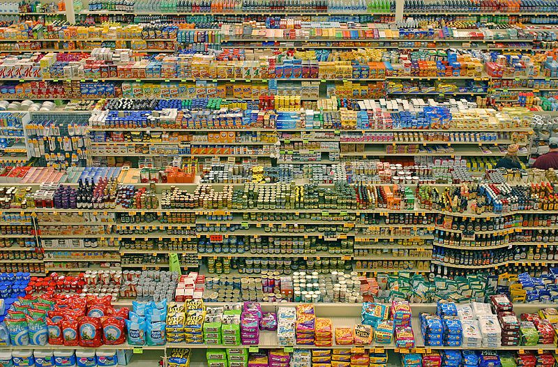 Food additives are contained in a very large number of industrial food products.  © Lyzadanger, Wikimedia, CC by-sa 2.0